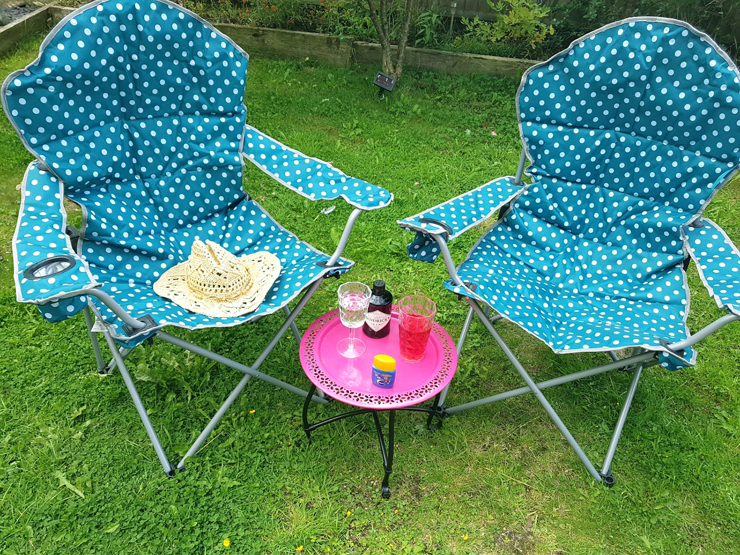 Deluxe polka dot camping chair